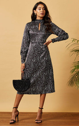 SATIN MIDI DRESS WITH KEYHOLE IN BLACK SCATTER PRINT by Phoenix & Feather