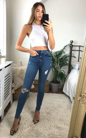 Skinny Jeans with distressed detail in Medium Blue by Noisy May