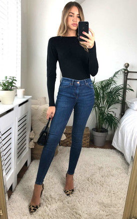MID WAIST SLIM FIT JEANS IN MEDIUM BLUE by Pieces