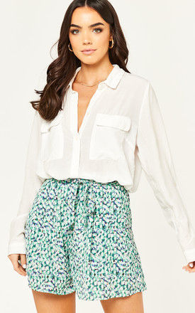 Blue/green abstract print shorts with pockets and elastic waistband by D.Anna