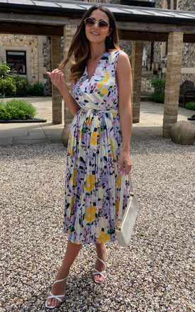 V-neck floral print pleated sleeveless midi dress in multicolour by D.Anna