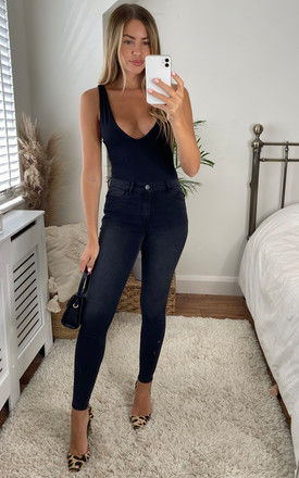 Skinny jeans with mid waist in washed black by VILA