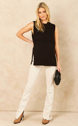 Sleeveless knitted Top in Black by VM