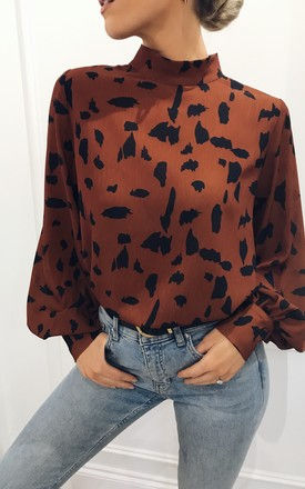 EXCLUSIVE Ambre Blouse in Scattered Print by Pretty Lavish
